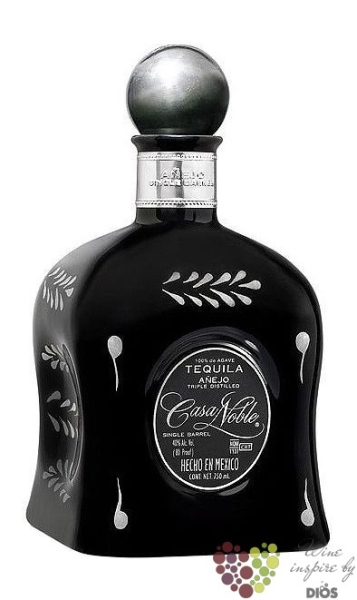"Casa Noble "" Aňejo Single barrel "" 100% of Blue agave Mexican tequila 40% vol. 0.70 l"