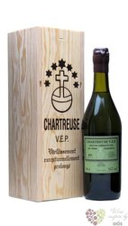 "Chartreuse "" V.E.P. Verte "" aged 8 years French herbal liqueur 54% vol.  1.00 l"