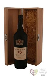 "Taylor´s 30 years old "" Wood aged tawny "" wood box Porto Doc 20% vol.    0.75 l"