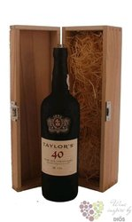 "Taylor´s 40 years old "" Wood aged tawny "" wood box Porto Doc 20% vol.0.75 l"