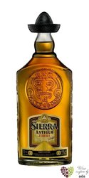 "Sierra Antiguo "" Aňejo "" 100% of Blue agave Mexican tequila 40% vol.     0.70 l"