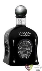 "Casa Noble "" Aňejo Single barrel "" 100% of Blue agave Mexican tequila 40% vol. 0.70 l"