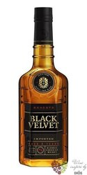 "Black Velvet "" Reserve "" aged 8 years premium Canadian whisky 40% vol.  0.70 l"
